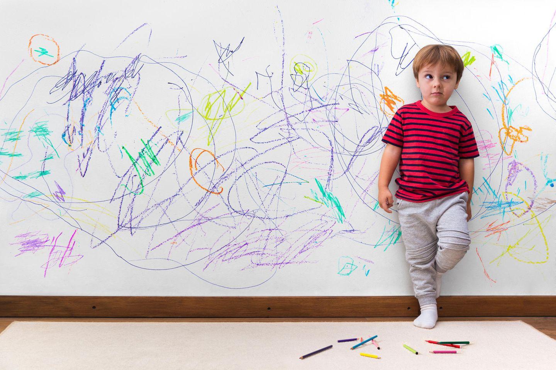 Süße Rettung: Kind hat Wand bemalt