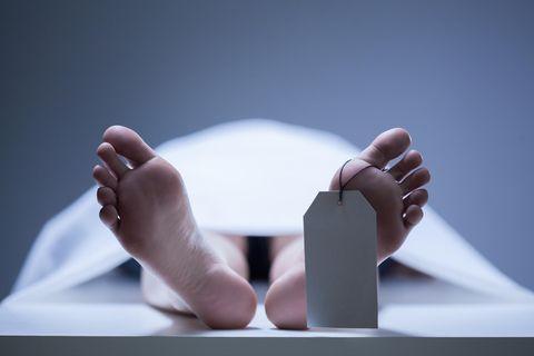 Timesha Beauchamp: Frauenfüße in einer Leichenhalle