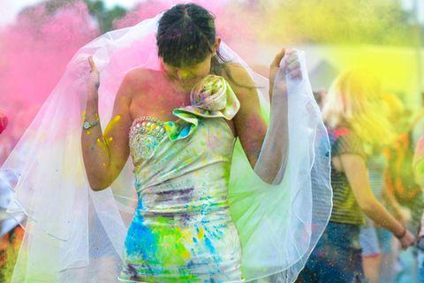 Brautkleider mit Farbverlauf: Frau im Hochzeitskleid