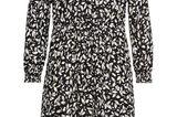Neues Lieblingsteil für den Herbst gesucht? Wie wäre es mit diesem süßen Kleid mit Blätterdruck? Eine kuschelige Strickjacke undein paar Boots dazu – et voilá, fertig ist der perfekte Look für kühlere Tage.Von Sheego, um 50 Euro