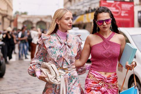 Fruit Print: Zwei Frauen auf der Mailand Fashion Week