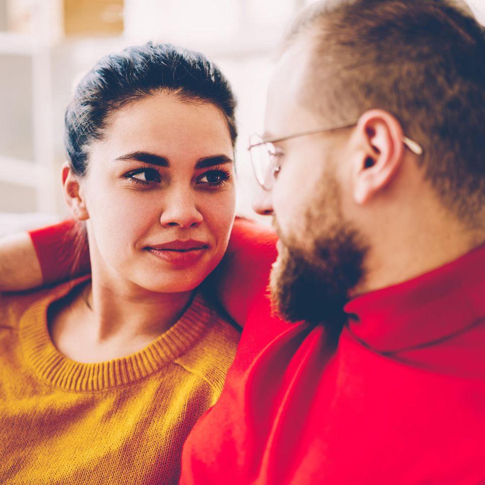 Ex-Partner: Pärchen schaut sich in die Augen