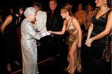 Queen Elizabeth II.: mit Kylie Minogue