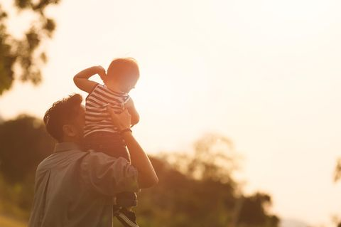Papa mit Kind