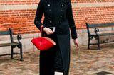 Zugegeben, nach dem Desaster in den 90ern mussten sich weiße Stiefel ihr positives Image vergangenes Jahr hart erkämpfen. Dank perfekt geschnittener Modelle, hochwertigstem Leder und Fashionistas, die sie gekonnt zu eleganten schwarzen Mänteln und leuchtendenStatement-Bags stylen, gehört ihr Billo-Ruf von damals aber endlich der Vergangenheit an.