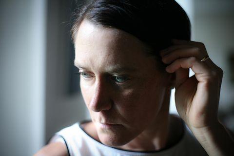 Angststörung: Verängstigte Frau