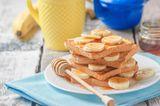 Kinderernährung: Toast mit Banane und Honig
