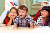 Kinderernährung: Kinder schauen Fernsehen