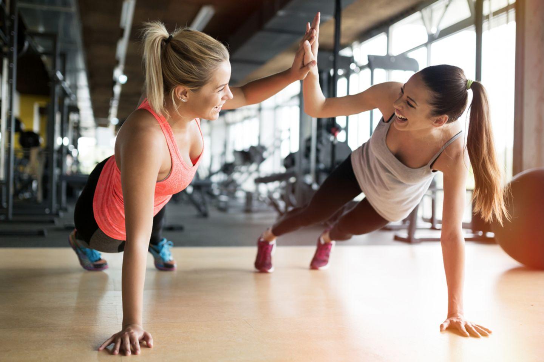 Fitness: Frauen beim Fitness