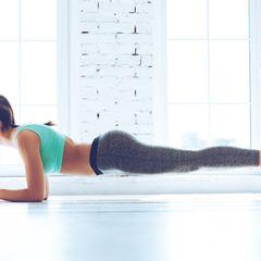 Frau beim Planken