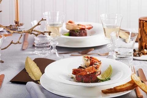 Fisch-Menü an Weihnachten: Garnelen auf Rindertatar