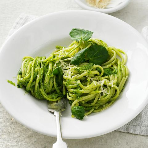Brunnenkresse-Rezepte: Linguine mit Brunnenkresse-Pesto