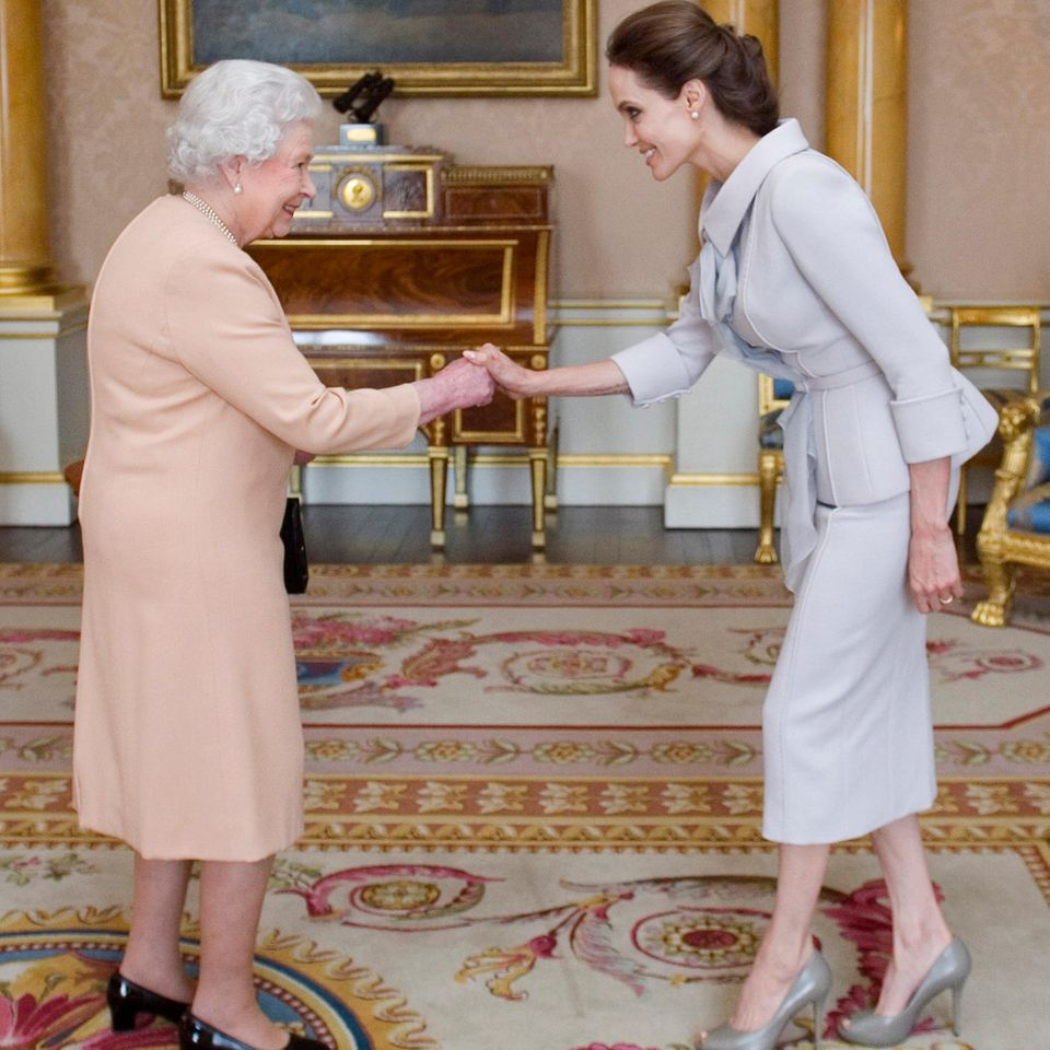 Queen Elizabeth II.: mit Angelina Jolie