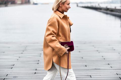 Übergangs-Jacken: Eine Besucherin der Fashion-Week in Kopenhagen