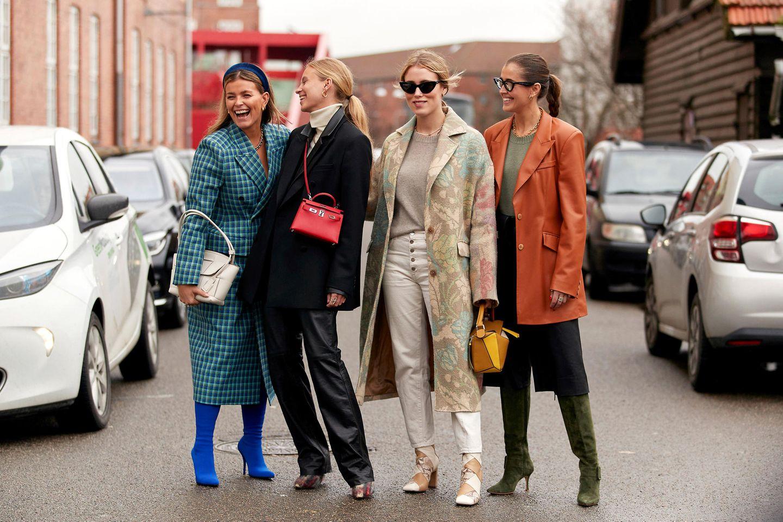 Trend-Accessoires: Influencer auf der Kopenhagener Fashion Week