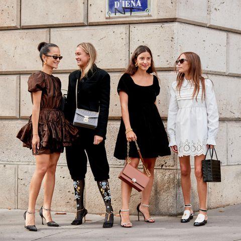Capsule Wardrobe: Besucherinnen der Paris Fashion Week