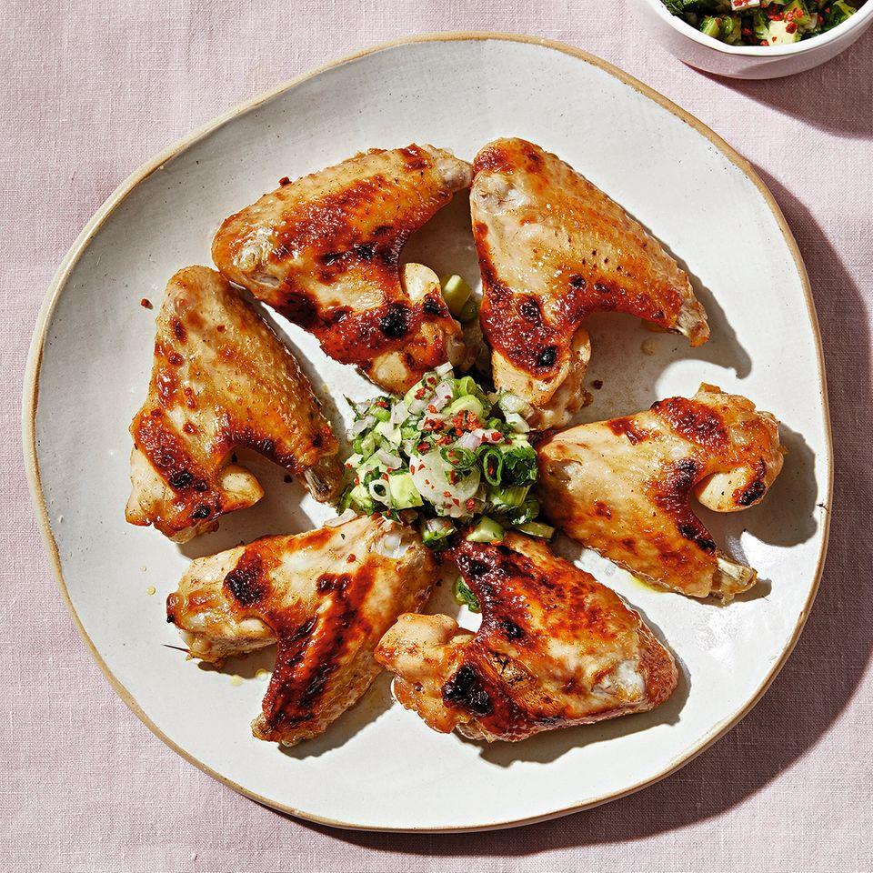 Chicken Wings mit grüner Salsa