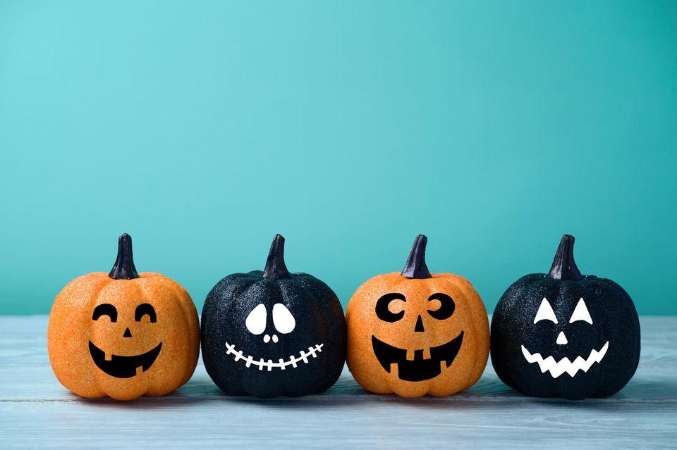 bemalte Halloween-Kürbisse