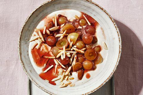 Traubensalat mit veganer Mandelcreme