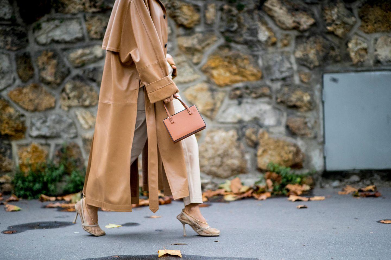 Inès de la Fressange: Fashion-Ikone verrät, welche 5 Teile wir ALLE in unserem Kleiderschrank brauchen
