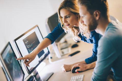 Softwareentwickler: Softwareentwickler bei der Arbeit