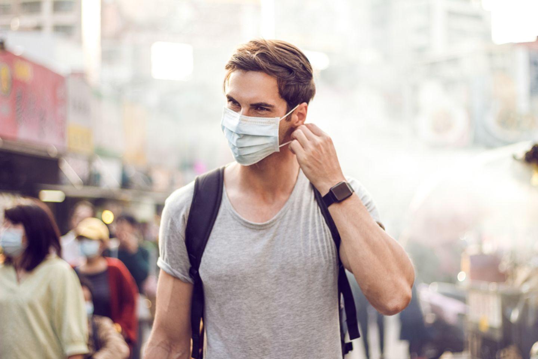 Corona aktuell: Mann mit Maske