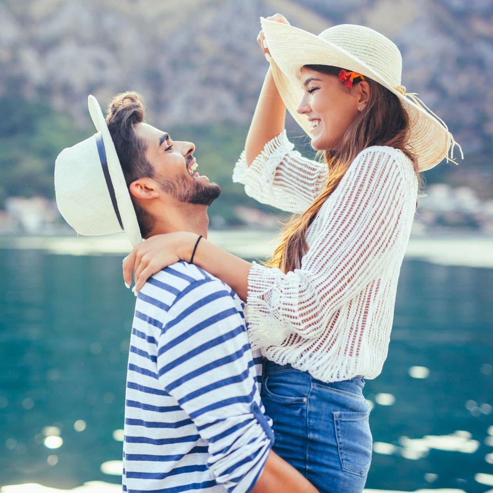 """Psychologe: """"In der Liebe ist Egoismus Pflicht"""" - Ein verliebtes Paar am Meer"""