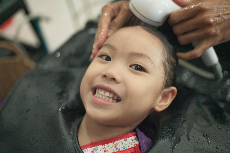 Kleinkinder: Kind beim Friseur
