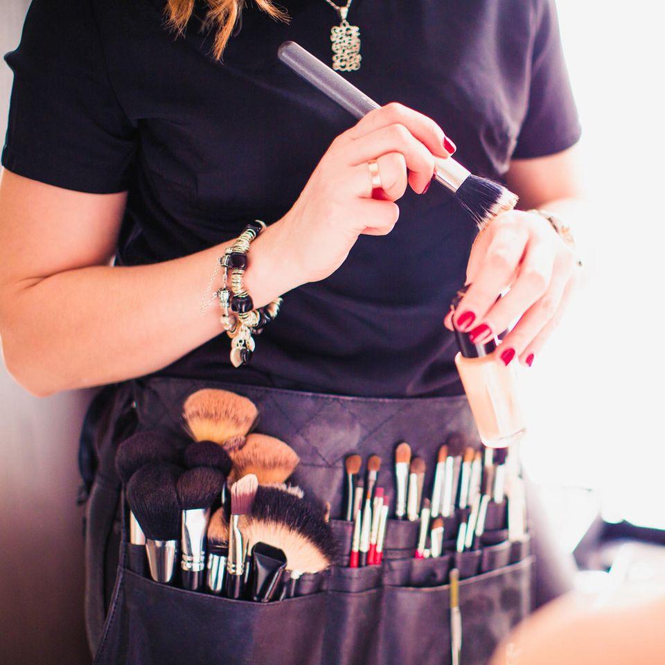Leah Isadora Behn: Make-up-Artist bei der Arbeit