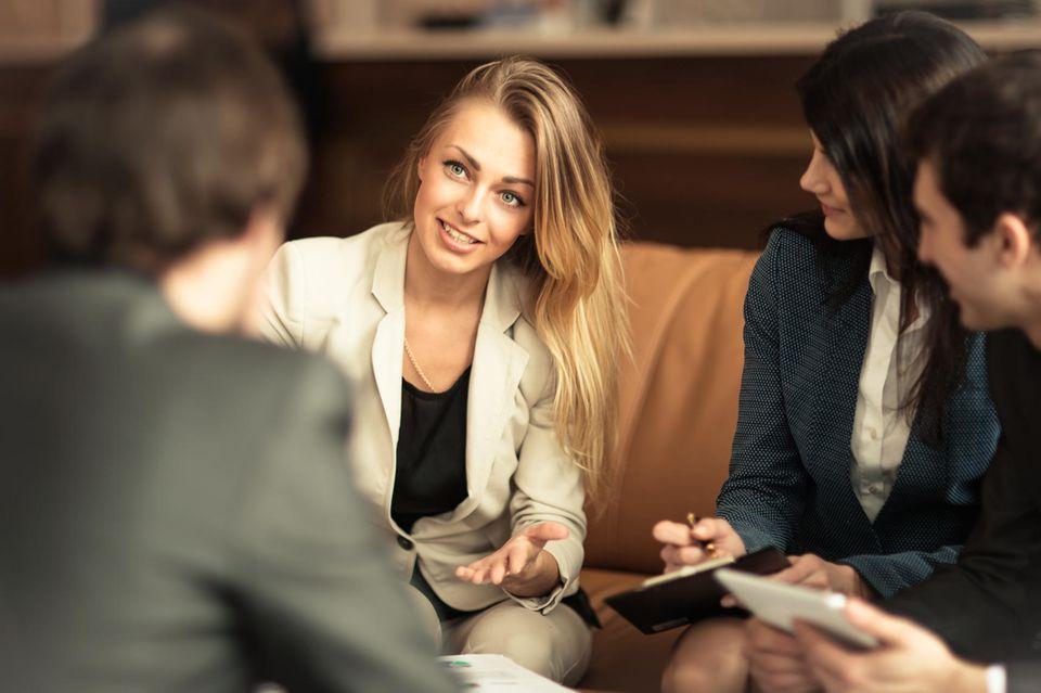 Die besten Arbeitgeber für Frauen - BRIGITTE-Studie klärt auf: Geschäftsfrau beim Job