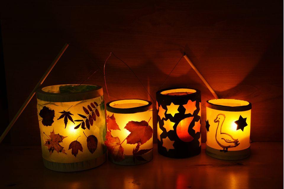 Laterne aus Milchtüte basteln: DIY Laternen