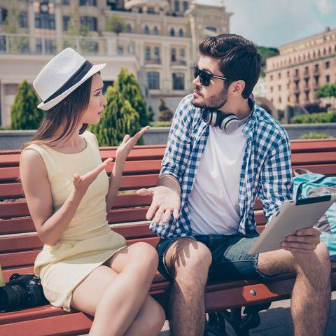 3 Dinge, die man gemeinsam VOR der Hochzeit machen sollte: Paar im Urlaub