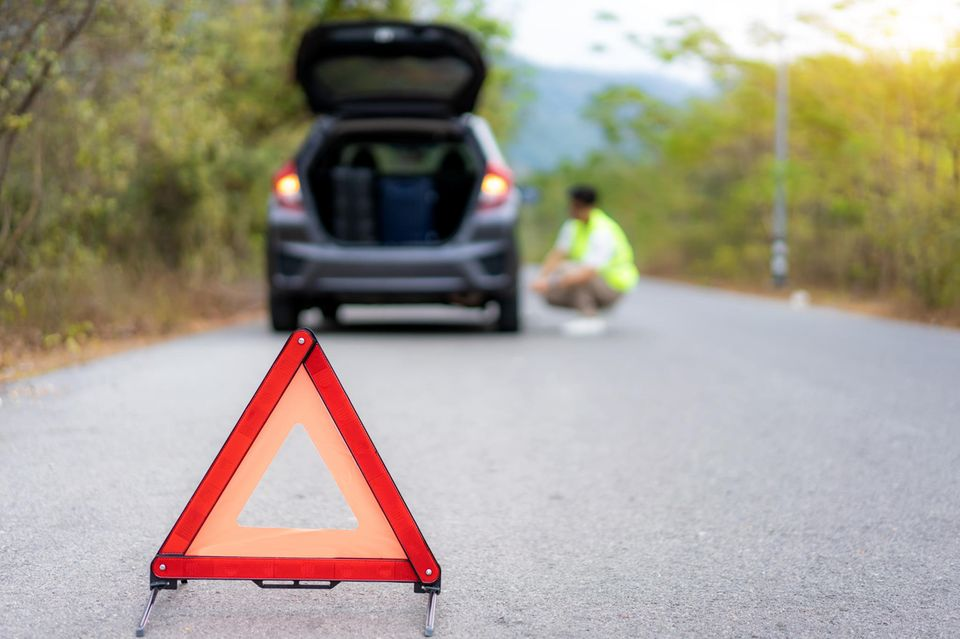 Bayern: Auto auf Seitenstreifen