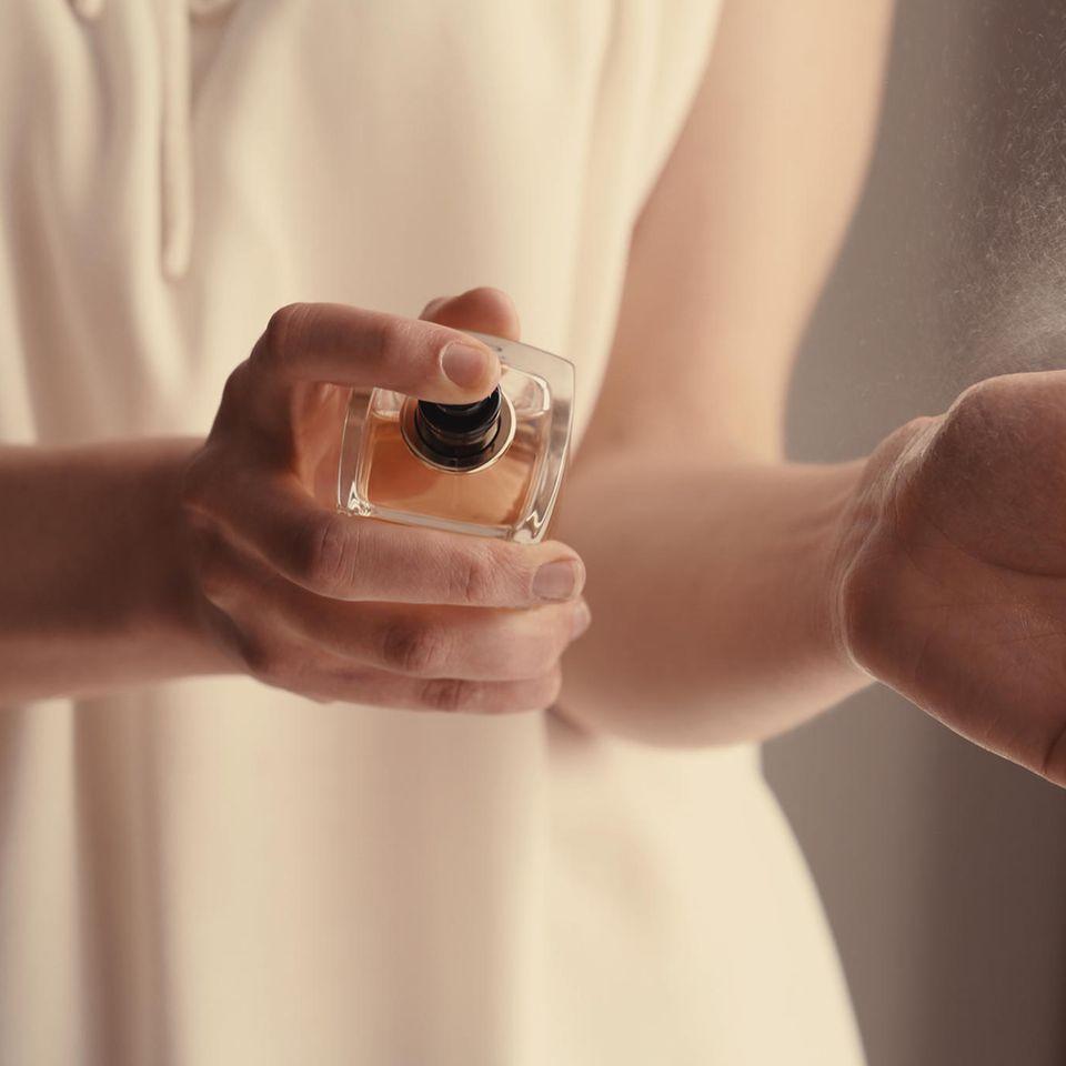 Studie deckt auf: Dieses Parfum lieben Männer an uns Frauen