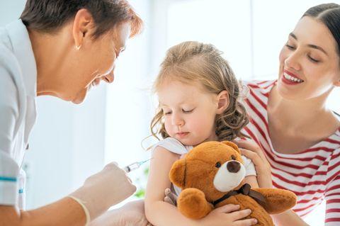 Gesundheit: Kleinkind wird geimpft