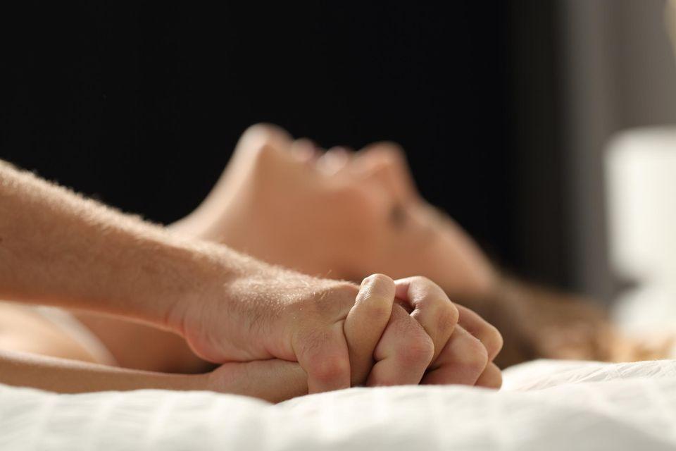 So oft haben die Deutschen wirklich Sex: Paar beim Liebesspiel
