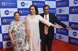 Reiche Familien: Mukesh Ambani, Nita Ambani und Kokilaben