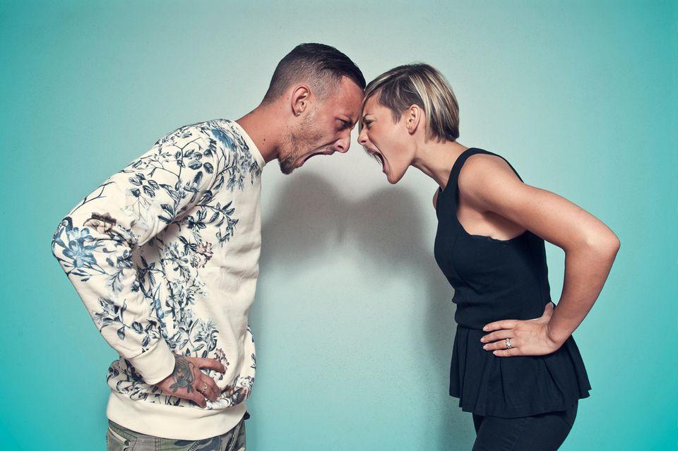 Diskussion: Frau und Mann schreien sich an