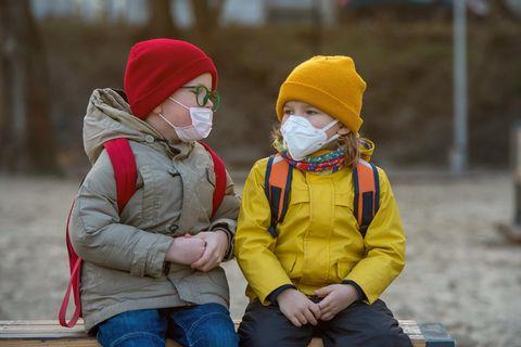 Corona aktuell: Schüler mit Mundschutz