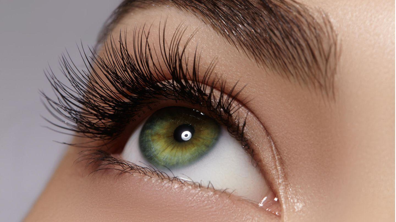 5 Angewohnheiten, die unsere Wimpern zerstören