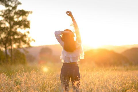 Ü-40-Erfolgsstorys: Frau steht im Feld
