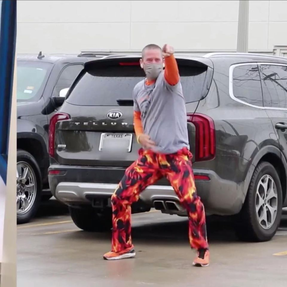 Vater tanzt für krebskranken Sohn