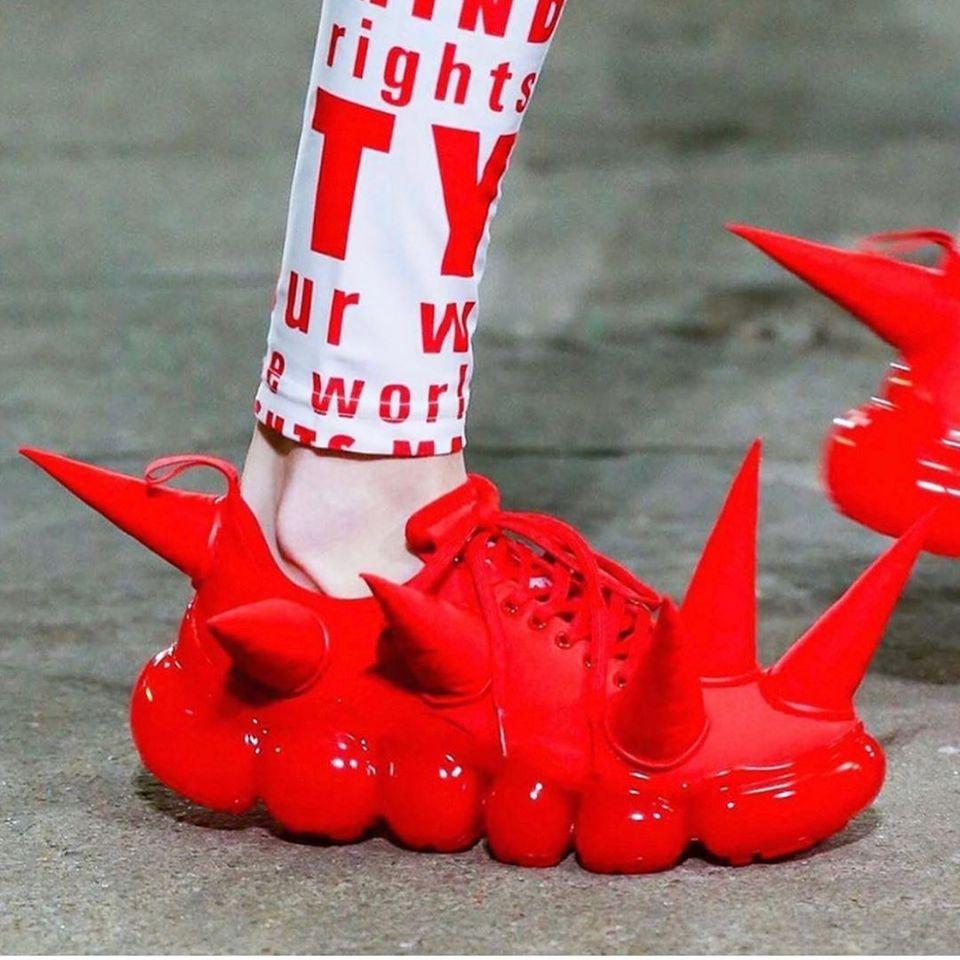 Schuhe mit Stacheln