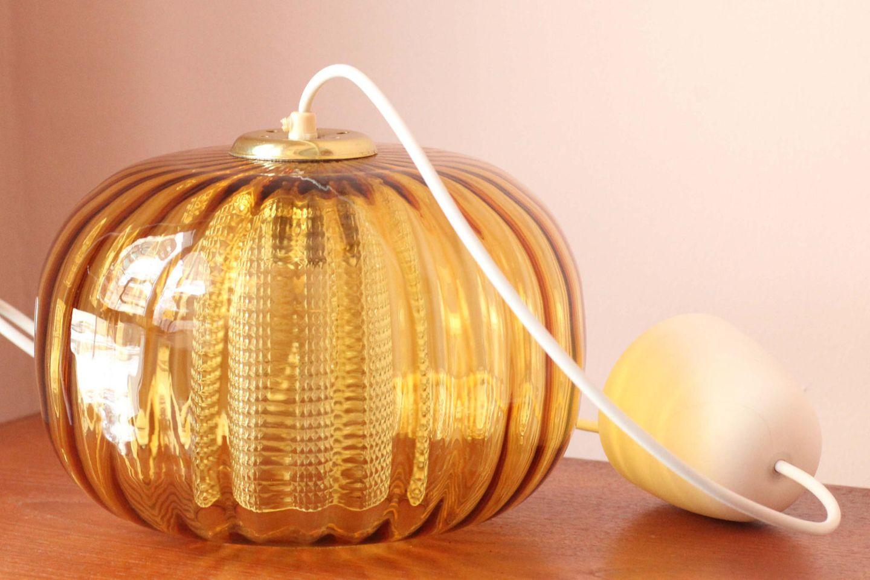 Wohntrends 2021: Retro-Lampe aus Glas