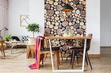 Wohntrends 2021: Wohnzimmer mit Baumtapete