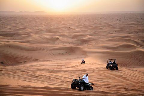 Ob auf dem Kamel, im Jeep oder mit dem Quad: Ein Abstecher in die Wüste lohnt sich in Dubai immer.