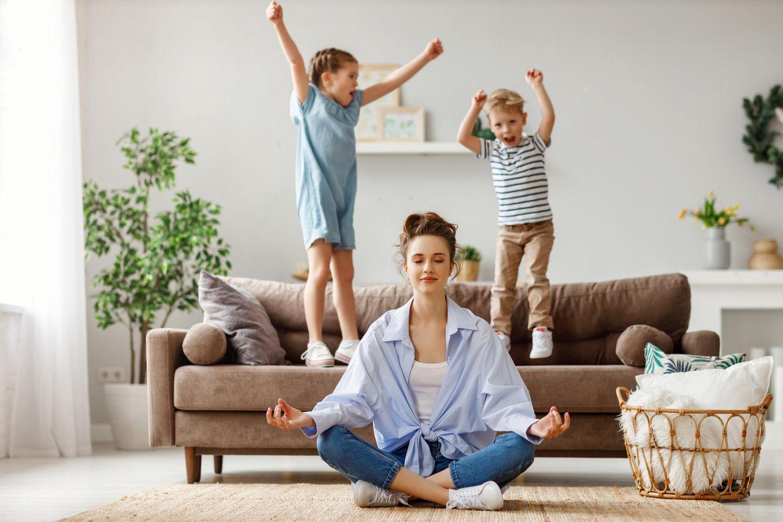 Auf das Wichtigste kommt es an: Meditierende Mutter