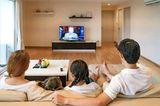 Finanzen: Familie schaut fern