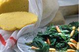 Spinat-Brennnessel-Gemüse mit Polenta