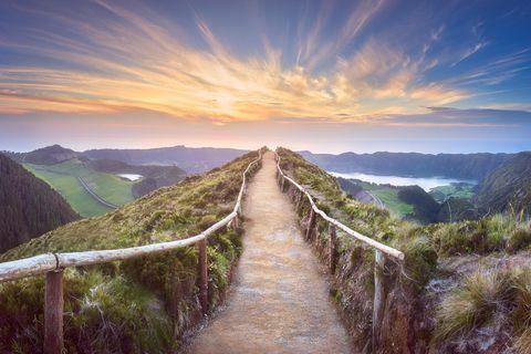 aufmunternde Sprüche: Wanderweg auf Berg